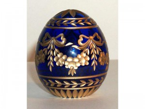 M38b0 Faberge styled crystal egg is hand engraved and covered with gold (sizes: 10cm, 8cm, 6cm), colours: blue, red,green, transparent